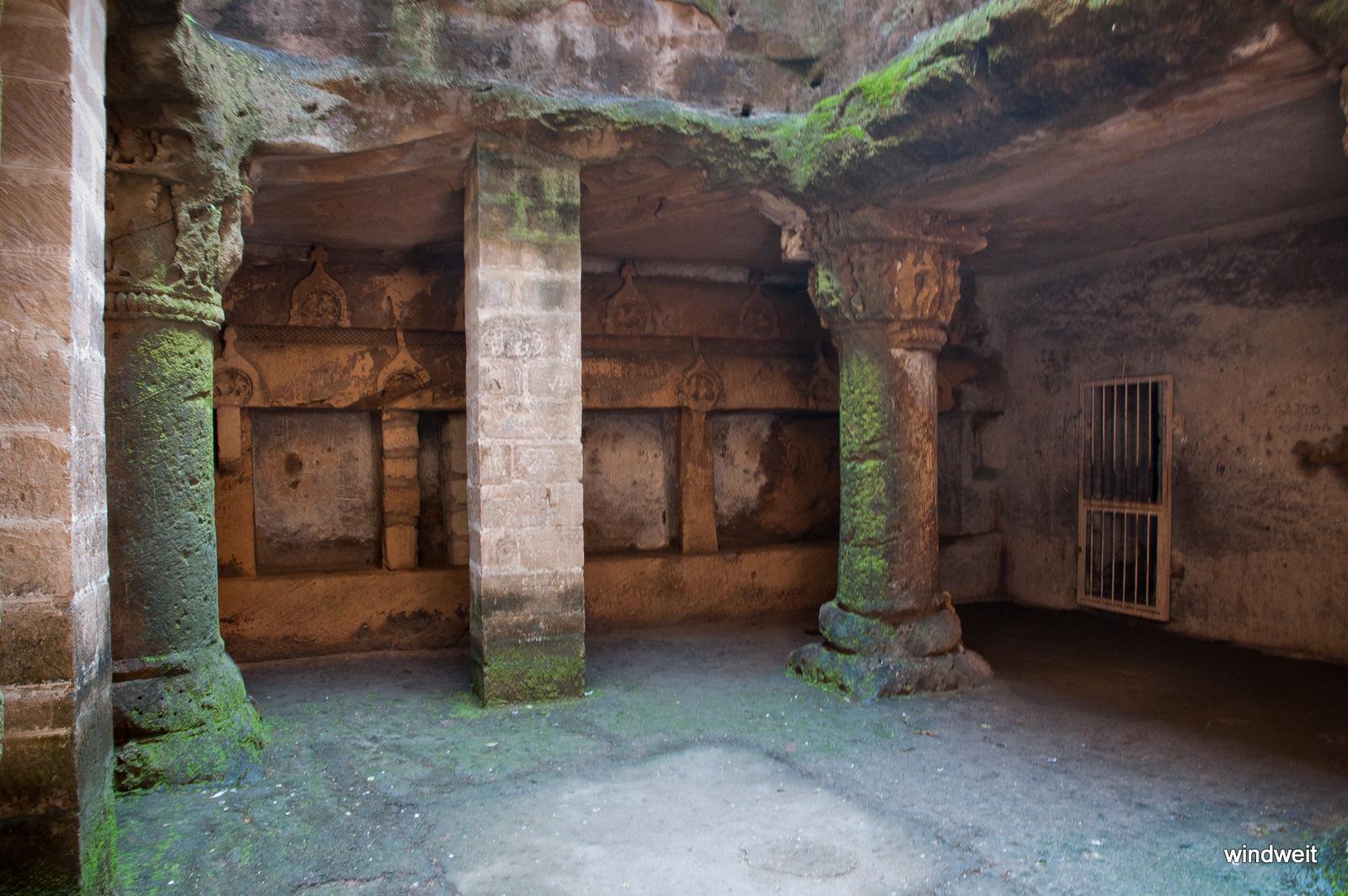 Buddhistische Höhle