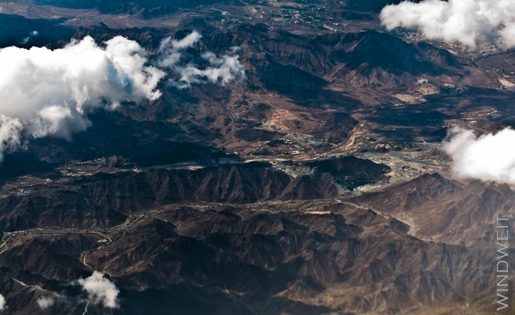 Berge zwischen Wolken