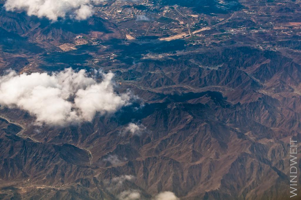 Wolken über Bergen